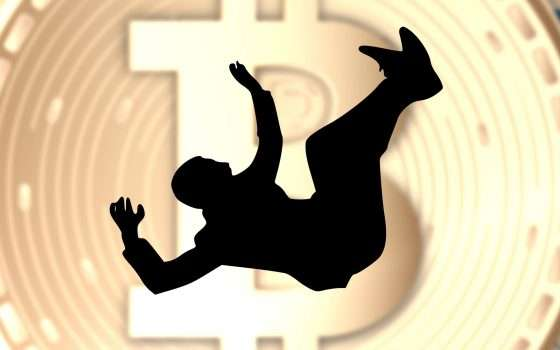 Bitcoin, spauracchio truffe: crolla ancora
