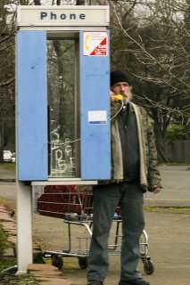 Homeless al telefono