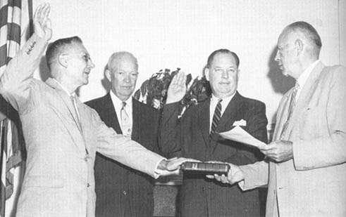 Il giuramento di T. Keith Glennan come primo amministratore della NASA
