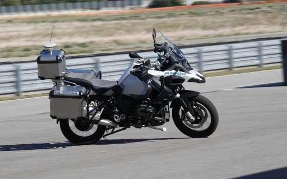 La moto self-driving di BMW che non cade mai