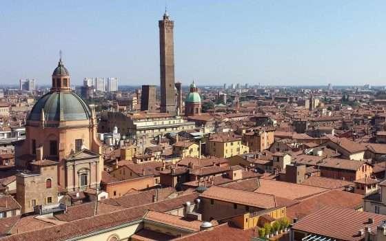 Il car sharing di Enjoy arriva a Bologna