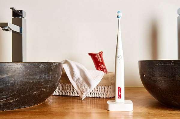 Lo spazzolino Colgate Connect E1 con intelligenza artificiale