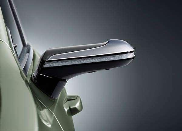 Nella nuova Lexus ES gli specchietti retrovisori sono sostituiti da videocamere e display