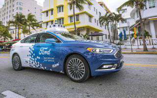Ford: la self-driving car si guida col telefono