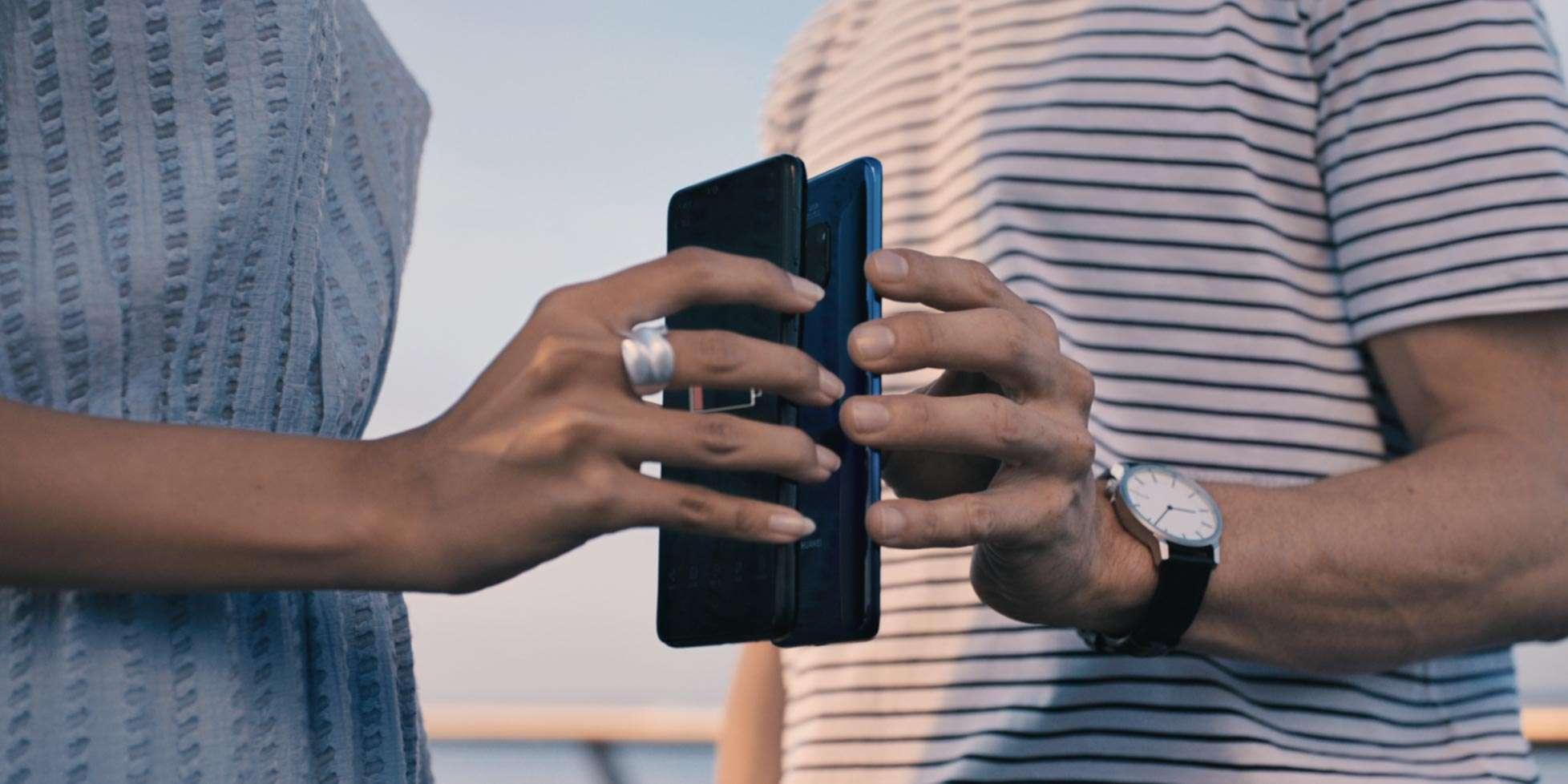 Huawei Mate20 Pro, ricarica wireless da telefono a telefono