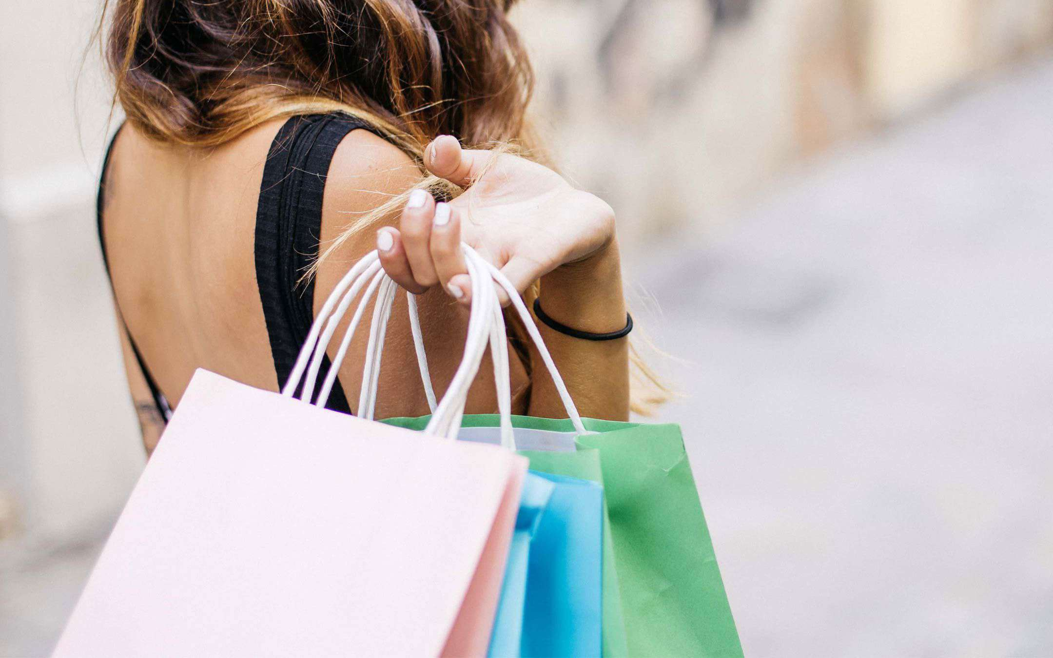 Offline cashback or online discounts? Shopping at the start