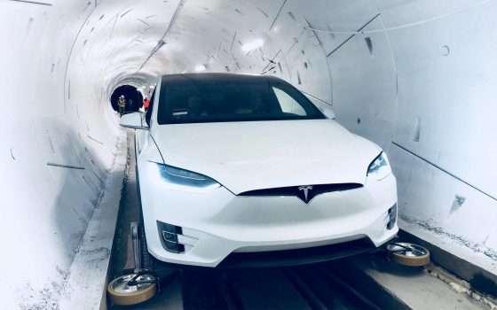 Nel tunnel di Boring Company a bordo di una Tesla