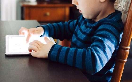 Bambini e device: lo schermo nemico dello sviluppo?