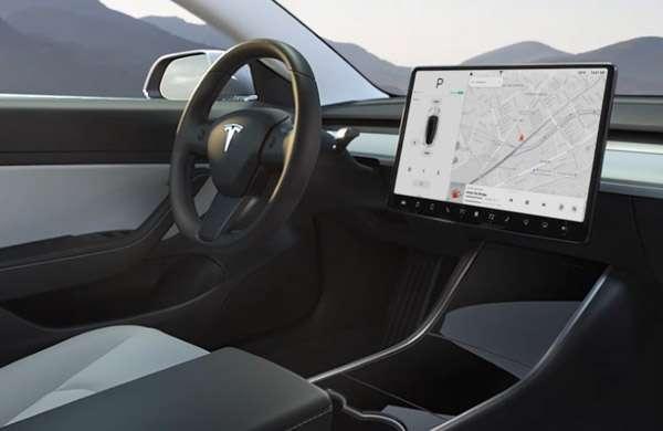 Gli interni della Tesla Model 3