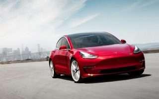 Tesla Model 3, le immagini dell'auto elettrica