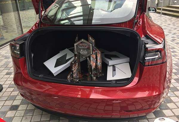 La Tesla Model 3 e i premi del contest Pwn2Own