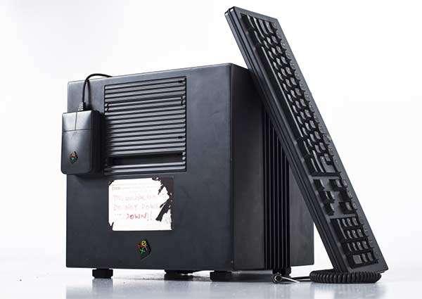 Una replica del computer NeXT sul quale Tim Berners-Lee ha basato il primo server WWW della storia