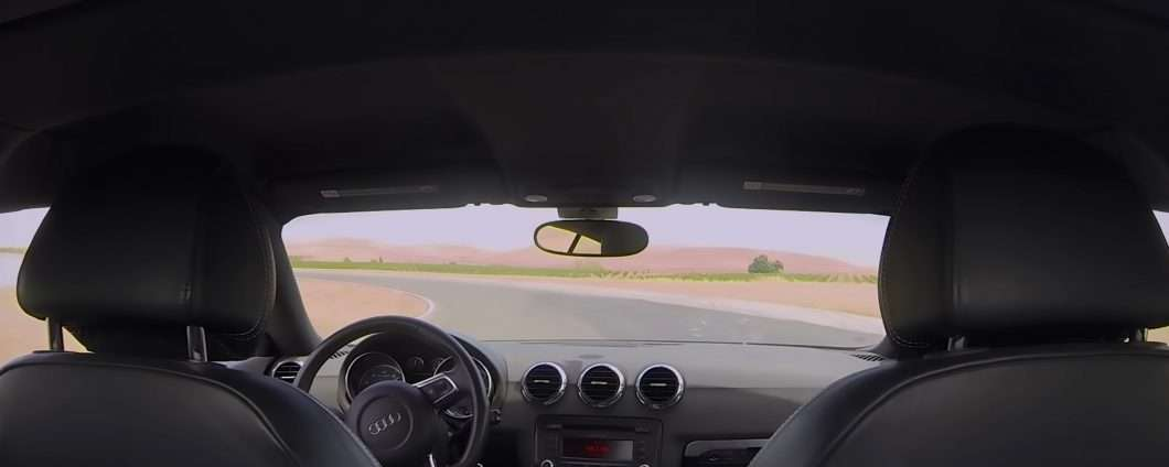 Guida autonoma: una self-driving car in pista
