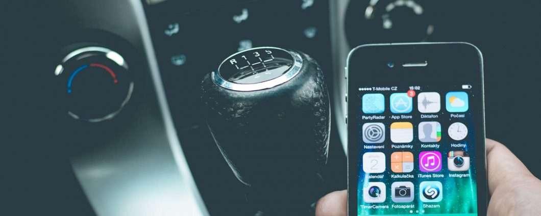 6.227 decessi per autisti distratti dal telefono
