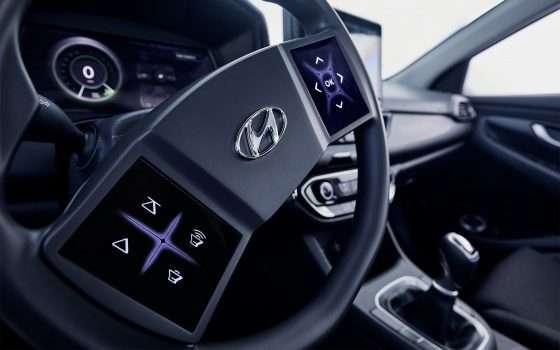 Hyundai mette il touchscreen sul volante