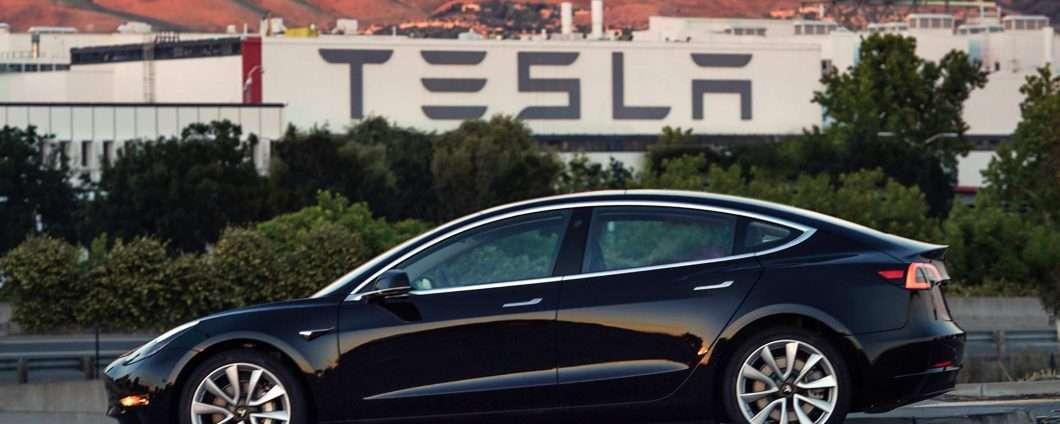 Tesla Robotaxi: ride sharing e guida autonoma