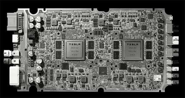 La componente hardware di Tesla per la guida autonoma