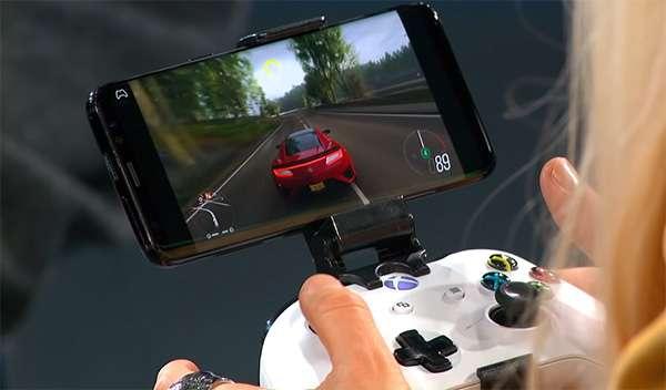 xCloud: Forza Horizon 4 giocato su uno smartphone con un controller Xbox