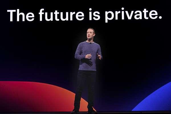 Mark Zuckerberg sul palco dell'evento F8 2019 organizzato da Facebook