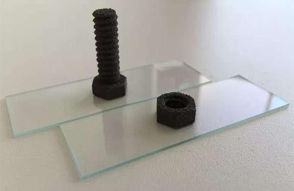Piccoli oggetti stampati in 3D con un materiale simile alla regolite
