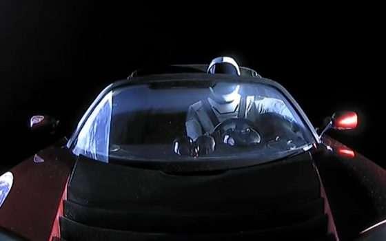 Un giro intorno al Sole per Starman e la sua Tesla