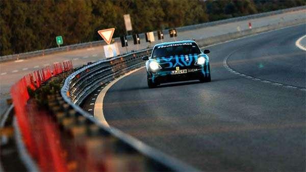 Taycan è la prima auto elettrica di Porsche: presente a bordo lo streaming di Apple Music