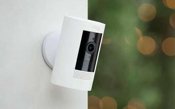 La nuova videocamera Ring Stick Up è anche Solar