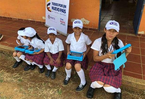 Gli studenti di una delle scuole colombiane coinvolte nel progetto Airband di Microsoft