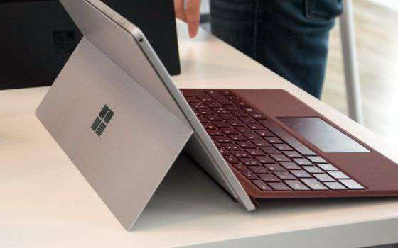 Surface Pro 7 tra le offerte di Amazon per Natale