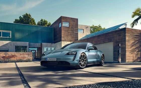 Porsche presenta l'elettrica sportiva Taycan 4S