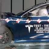 Tesla fa a pezzi le sue Model 3 nei crash test