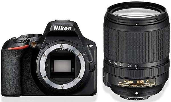 La reflex Nikon D3500 e l'obiettivo Nikkor AF-S 18-140 mm