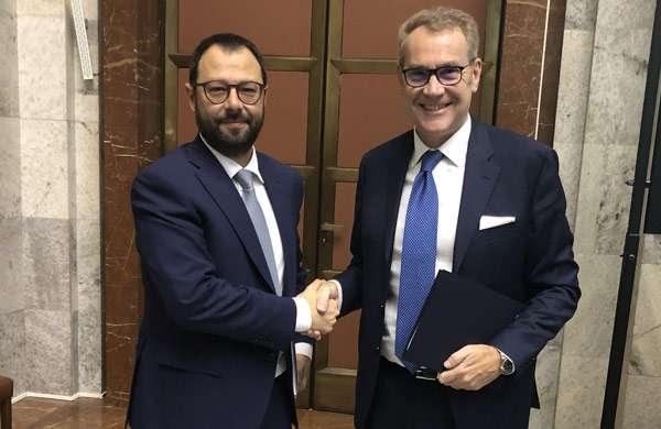 Stefano Patuanelli (Ministro dello Sviluppo Economico) e Enrico Cereda (Presidente e Amministratore Delegato di IBM)