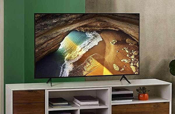 Il televisore Samsung QE49Q64RATXZT con pannello QLED da 49 pollici