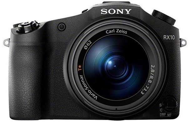 La fotocamera bridge Sony DSC-RX10 con sensore da 20,2 megapixel