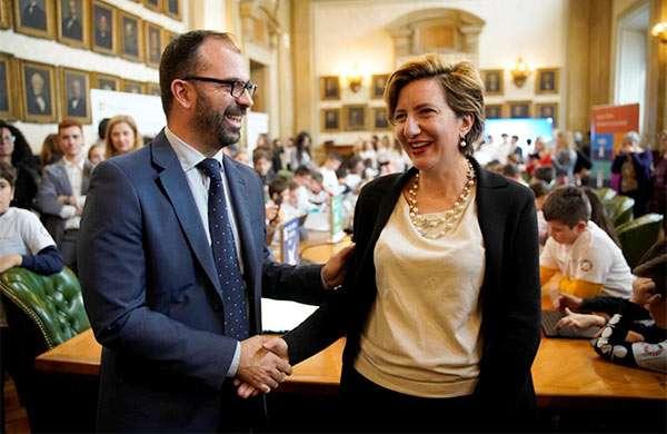 Lorenzo Fioramonti (Ministro dell'Istruzione, dell'Università e della Ricerca) e Silvia Candiani (Country General Manager di Microsoft Italia)