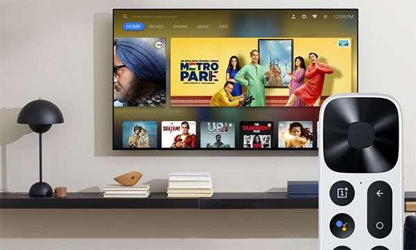 OnePlus TV Q1 e il telecomando in dotazione