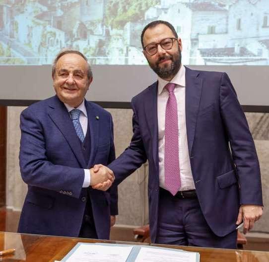 Stefano Patuanelli firma il progetto Casa delle Tecnologie Emergenti a Matera