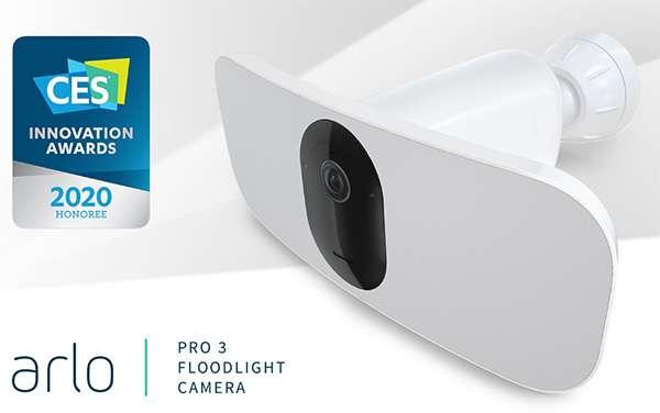 La videocamera Arlo Pro 3 Floodlight per la sorveglianza degli ambienti outdoor