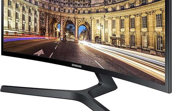 Il monitor Samsung C27F396 con display curvo Full HD da 27 pollici