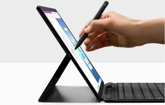 Il Surface Pro X di Microsoft con processore Qualcomm SQ1 e pennino Slim Pen