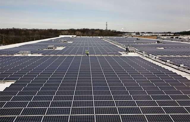 Uno degli impianti fotovoltaici realizzati da Amazon