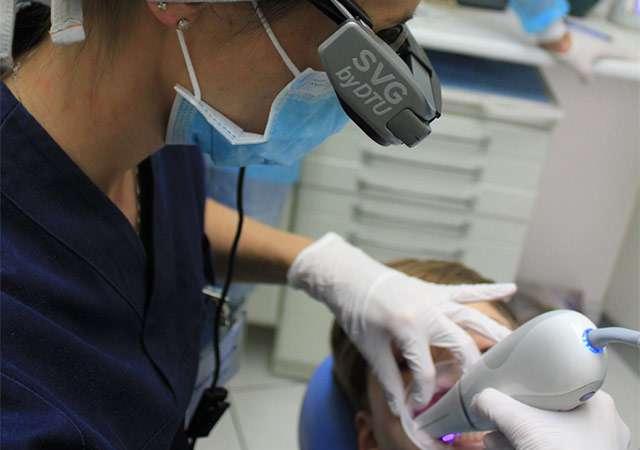 Gli occhiali Moverio BT-350 di Epson per l'ambito odontoiatrico