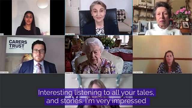 La Regina Elisabetta in videoconferenza su Zoom