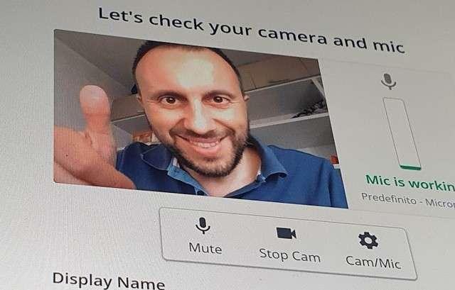 Punto di visione con la webcam a scomparsa