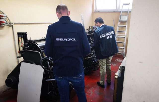 Le forze dell'ordine impegnate nell'operazione