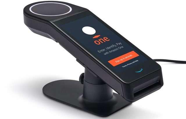 Amazon One: il sistema per pagare con il palmo della mano