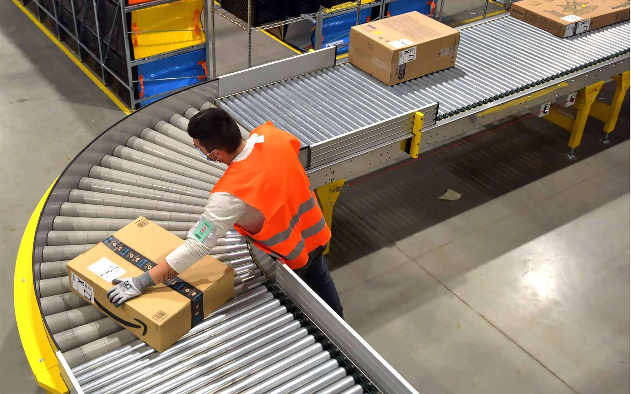 Amazon opens sorting depot in Mezzate