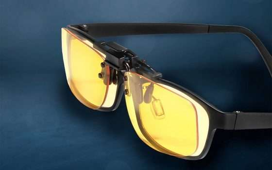 Prime Day: clip anti-luce blu per occhiali a -30%
