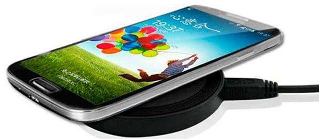 Il dock per la ricarica wireless dello smartphone da tenere sulla scrivania